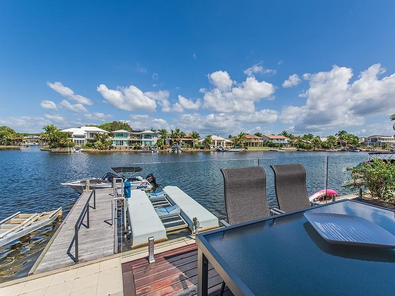 Perfect Waterfront Position in the heart of Noosaville